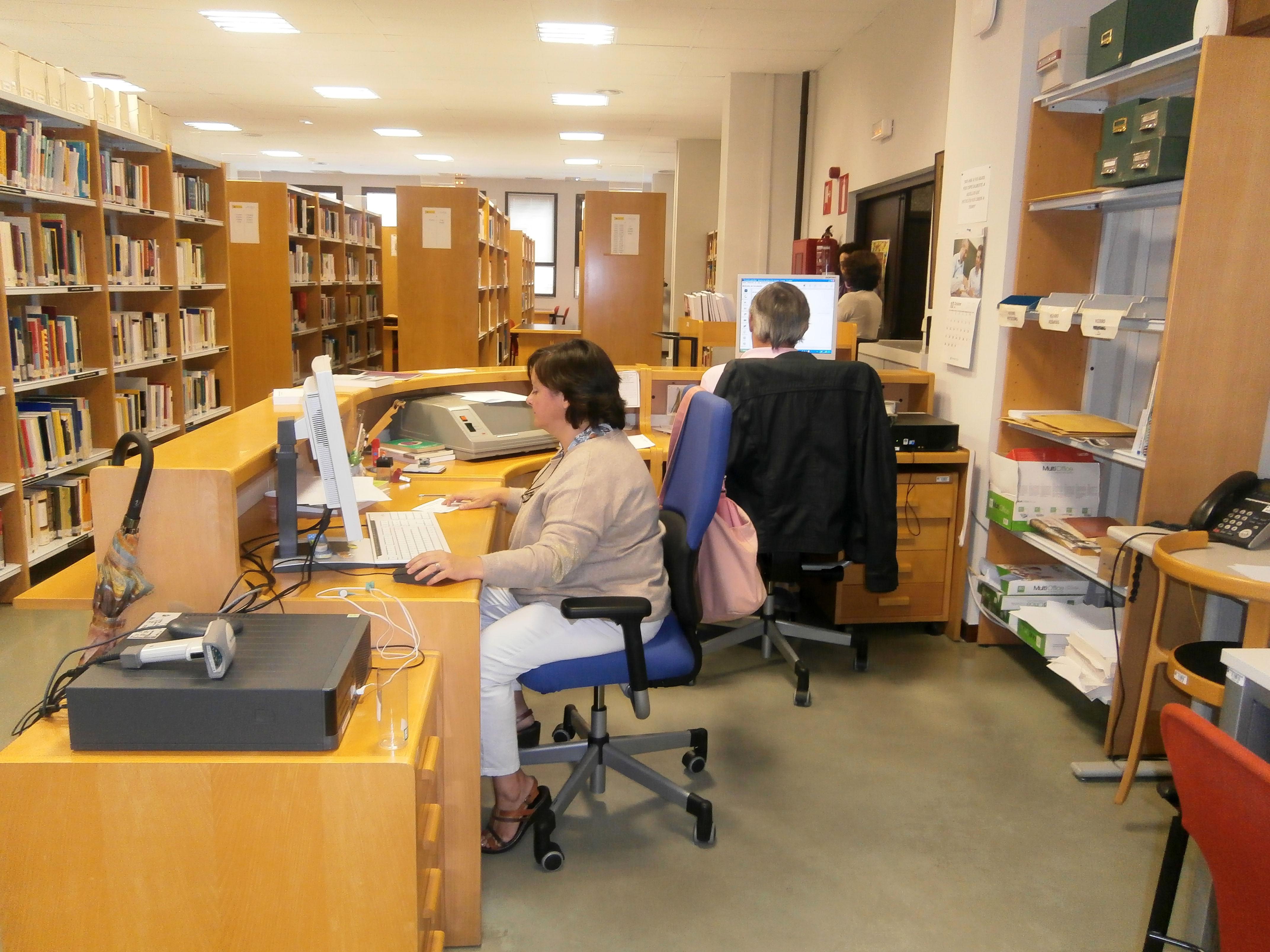 Mostrador Biblioteca Ministerio Educación2013/10/15